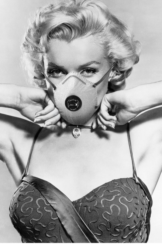 Marilyn Monroe with mask
