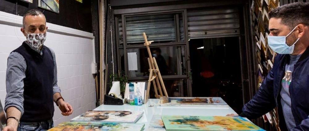 Coleccionista de arte en Ineditad Galería